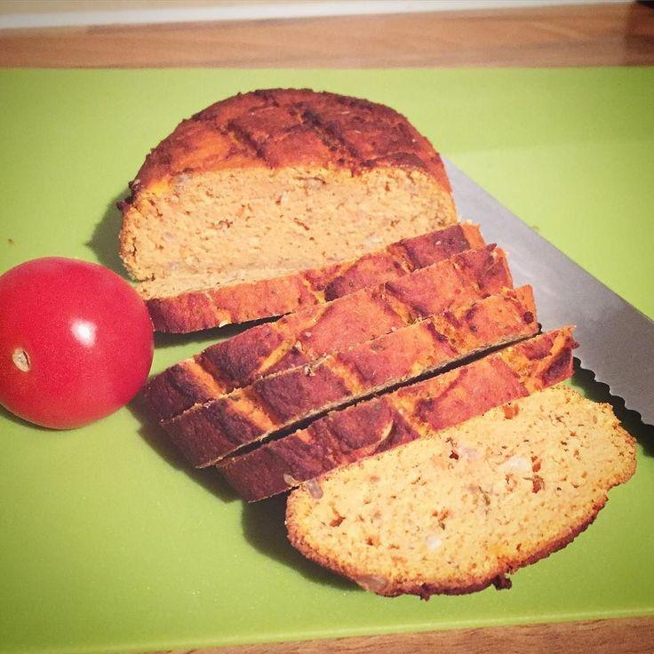 Gestern Abend habe ich das leckere #lowcarb Tomatenbrot gebacken um es heute morgen direkt mit Hähnchenbrustaufschnitt zu genießen  ab und zu brauche ich dann doch auch mal Brot.  das ist natürlich #glutenfree #paleo und gaaaanz gesund  #eatclean #cleaneating #mybodyartist #summerbody #abnehmtagebuch #happy #breakfast #healthy #healthyliving #cute #love #weightloss #weightlossjourney #wir2punkt0 #abnehmen #abs #foodporn #foodblog #food #fit #fitness #köln #instadaily #picoftheday…
