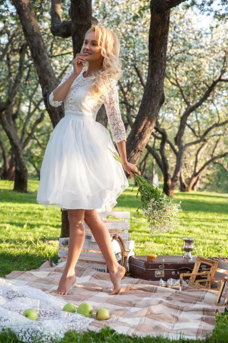 Картинки по запросу Короткое свадебное платье белого цвета ...