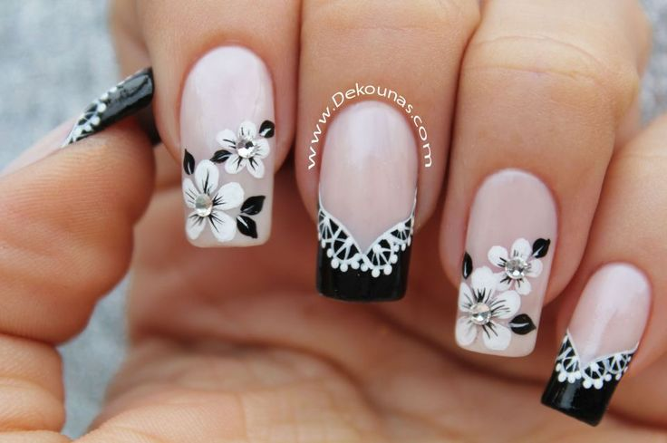 Decoracion de uñas flores blanco y negro 2