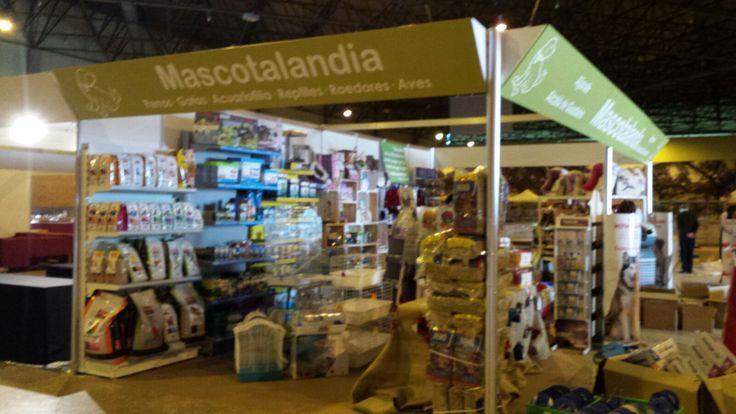 Stand de Mascotalandia en la feria Surmascotas, en Fibes Sevilla | http://www.limagemarketing.es/portfolio/fibes-surmascotas-mascotalandia-2016/ | L'image Marketing | Agencia de Publicidad y Comunicación en Sevilla