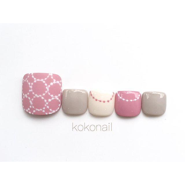 ・ ・ フットネイル☺︎ ・ 可愛いピンク色でお洒落デザイン♪ ・ ・ ▷個人アカウント→@ikue.nail ・ 〈ご予約・お問い合わせ〉 ▷kokoHP…