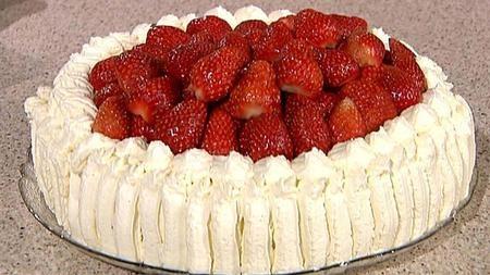 Bløtkake med jordbær og vaniljefyll