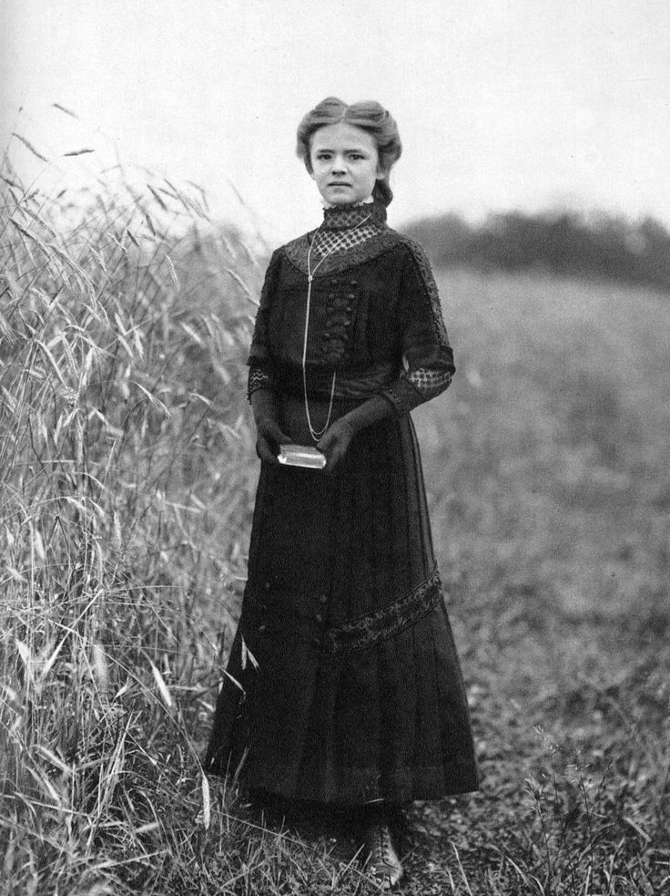 Young girl in mourning, early 20th century.