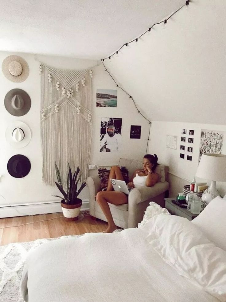 82 Minimalist Bedrooms Ideas With Nice Furniture 28 Fieltro Net Boho Dorm Room Room Inspiration Diy Apartment Decor