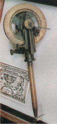 1880, Door MacDonald ontwikkelde eerste tatoeage naald.