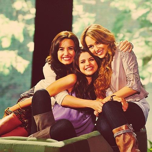 Miley Cyrus, Demi Lovato & Selena Gomez :) <3