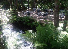Restaurante O Muiño do Chirlo terraza agua