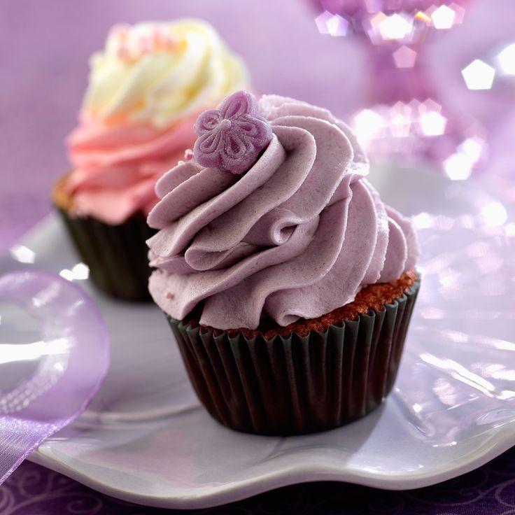 Découvrez la recette Cupcake à la violette sur cuisineactuelle.fr.