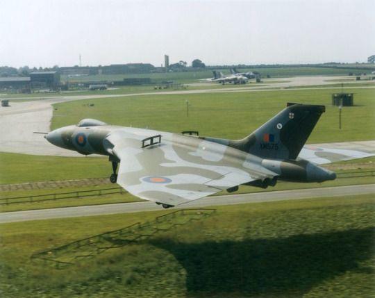 AVRO VULCAN XM575