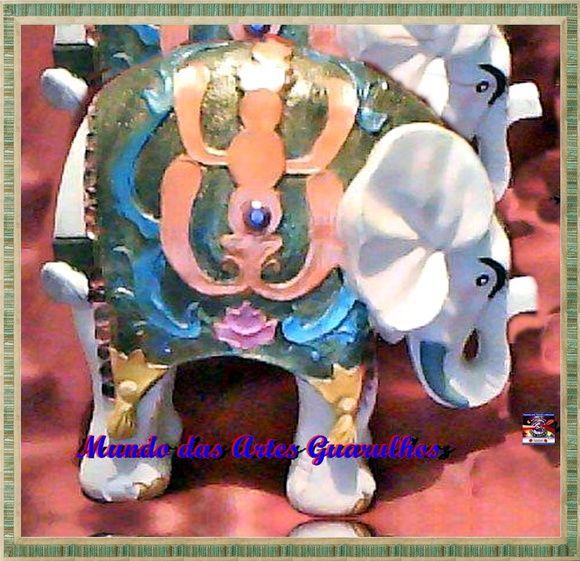 Elefante Manto gordo com aprox 27 cm de altura. Ideal para presentear ou decorar. O elefante, alem de ser um simbolo da sorte, é considerado pelos ocidentais como o animal que representa o peso, a lentidão e a falta de jeito. R$ 48,00
