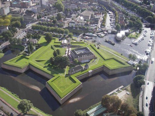 Citadel 's-Hertogenbosch, net na 1637 opgebouwd om de Spanjaarden te trotseren