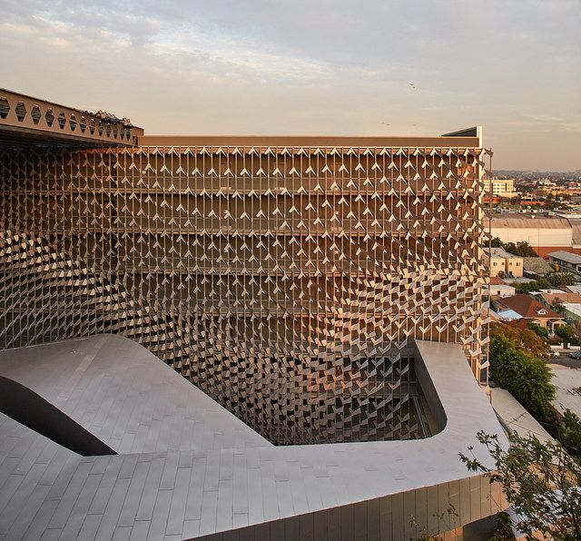 Beautiful. Beautiful flow of screens on Emerson College in LA, California by Morphosis Architects