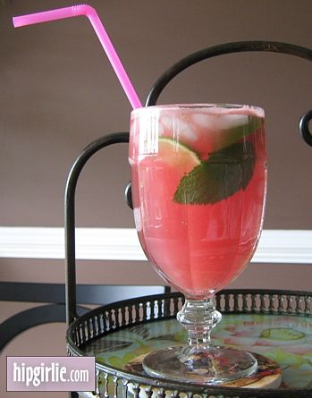 watermelon mojito...would be nice with a Smith County Watermelon...Table 100 has these...I must try!