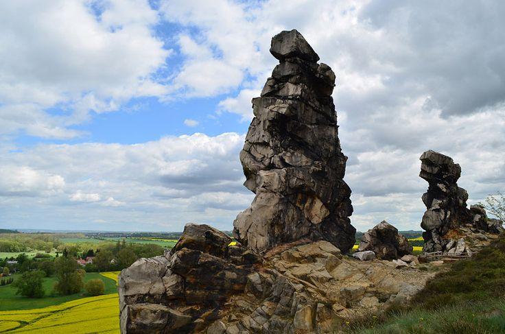 Die Teufelsmauer bei Weddersleben im Harz. Die Felsformationen aus Sandstein sind ca. 20 km lang und erstrecken sich von Ballenstedt über Weddersleben bis nach Blankenburg.