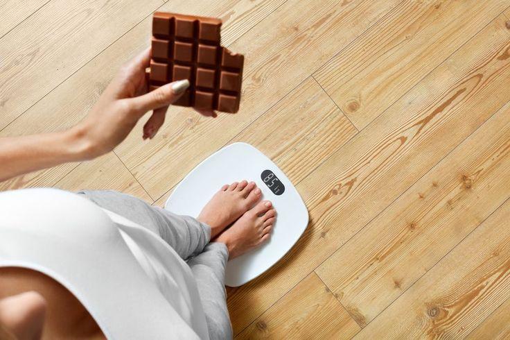 Lorsque vous maigrissez, votre corps se défend. Il est fréquent de parvenir à perdre beaucoup de poids au début, sans grand effort. Cependant, la perte de poids peut ralentir ou carrément s'arrêter, et ce assez rapidement. Le nutritionniste islandais Krist Gunnars signale sur son site 20 raisons fréquentes qui expliquent ce phénomène. [1] Vous trouverez …