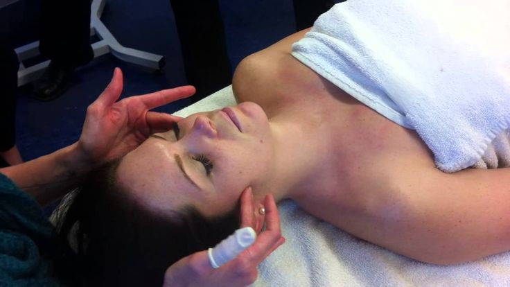 Effleurage Facial Massage Demo... It's a little static but still has some good moves