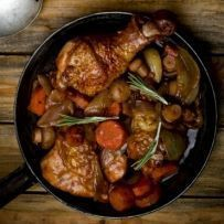Dit is echt een hemelse Indonesische kipschotel. Dit gerecht is vreselijk lekker dankzij de saus en marinade. Traditioneel wordt dit gegeten met gekookte witte...