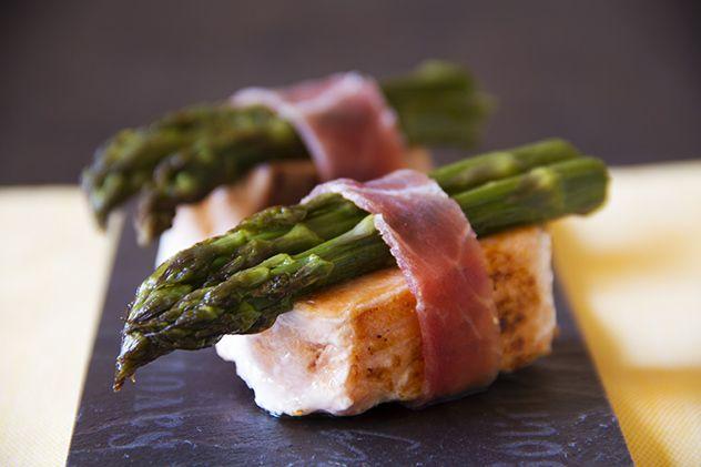 Finto sushi con salmone e asparagi al forno - Fake sushi with salmon and roasted asparagus