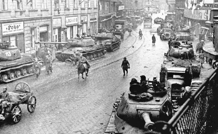Ostrava 1945 Soviet IS2 tanks in Czechoslovakia