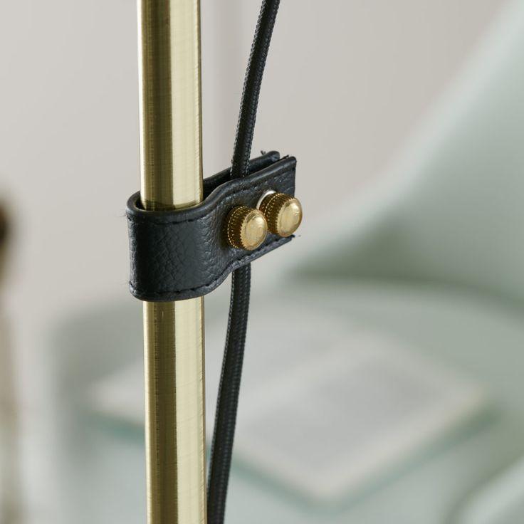 Zip golvlampa från Markslöjd. Skärm i svart läder. #svart #black #markslöjd #golvlampa #floorlamp #interior #interiör #inspiration