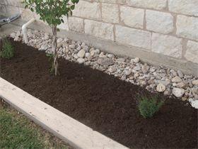 Juans Landscaping   Rock And Mulch Flower Bed Design