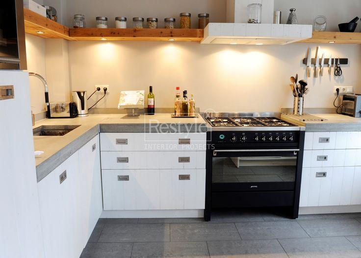 keuken wit steigerhout beton