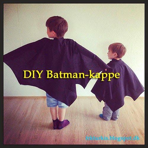 Så fik jeg endelig lavet den længe lovede billedvejledning til syning af Batman-kappen! Jeg har lavet mønster i to størrelser ligesom maskerne - se Batmanmaske-DIY, nemlig ca. 2-4 år og 5-10 år. Da de