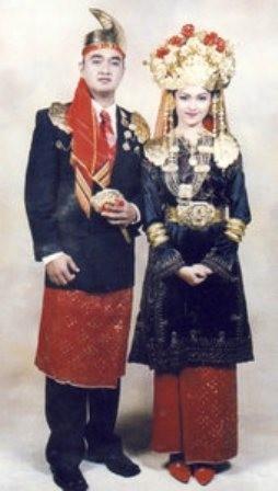 Wedding costumes from Riau (1)