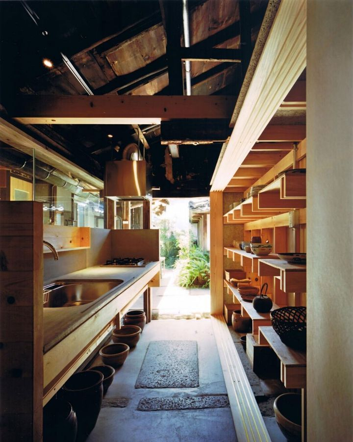 Traditional japanese house renovation by tadashi yoshimura for Japanese traditional kitchen design
