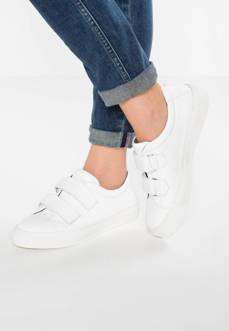 Royal RepubliQ. ELPIQUE STRAP - Trainers - white . Pattern:plain. Sole:synthetics. Shoe tip:round. Padding type:Cold padding. Heel type:flat. Lining:combination of leather and textile lining. detail:elasticated,decorative seams. shoe fastener:Velcr...