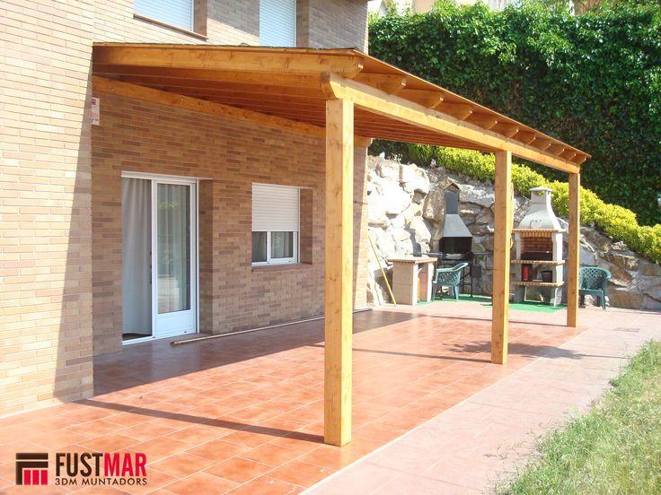 Pergola de madera de abeto laminado lasurado en color nogal, con techo de madera machihembrada y acabada con tegola americana. www.fustmar.com