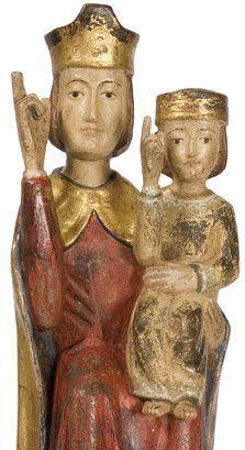 Madonna mit Kind, segnend und sitzend. Romanisch. Pfarrkirche Vahrn bei Brixen, Südtirol. Wurde Ende des 13. Jhs. geschnitzt.