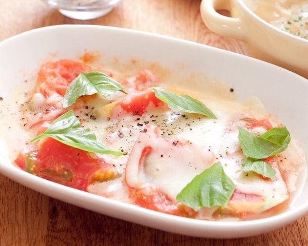 食卓が一気に華やかになる「トマトチーズ焼き」を、レンチン2分でとっても簡単に作ってしまいませんか?あまり手間をかけずに予想以上のおいしい一品ができあがる、おすすめの作り方をまとめてみました。さわやかなトマトをおいしくいただきましょう。