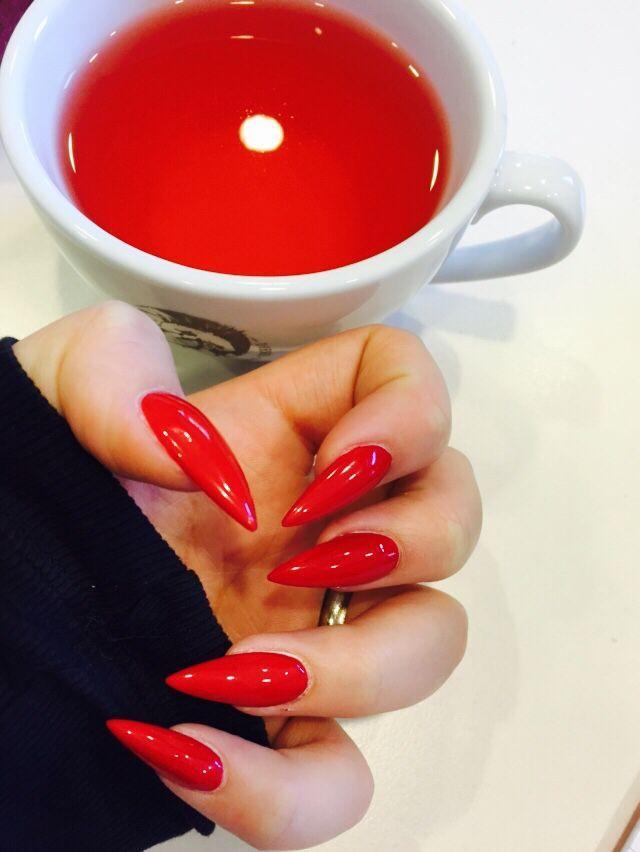 Rote Stiletto Nägel von kathiswaczyna Klassisch rot  – Nageldesign nach Farbe