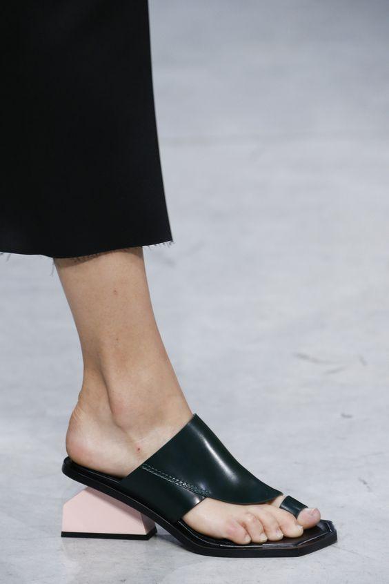 O mule flat é comfy e alternativa às tradicionais rasteiras e sapatilhas