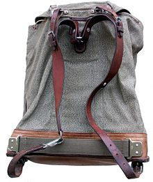 Google Image Result for http://upload.wikimedia.org/wikipedia/commons/thumb/3/37/Rucksack_Schweizer_Armee_1960er_b.jpg/220px-Rucksack_Schweizer_Armee_1960er_b.jpg