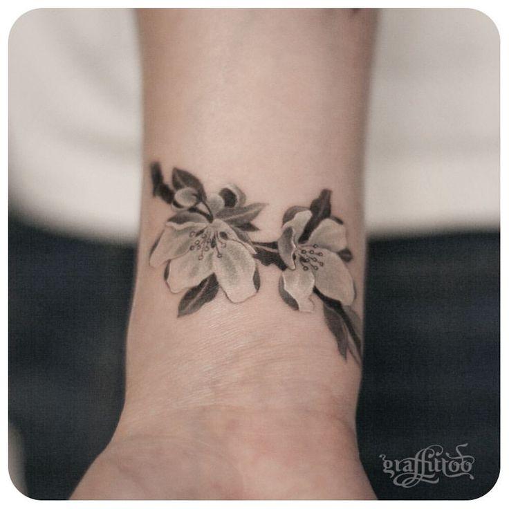 25 einzigartige symbolische familien tattoos ideen auf. Black Bedroom Furniture Sets. Home Design Ideas