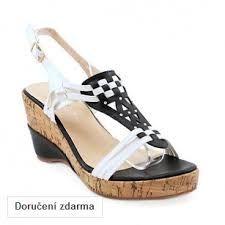 Výsledek obrázku pro dámské sandály na klínku