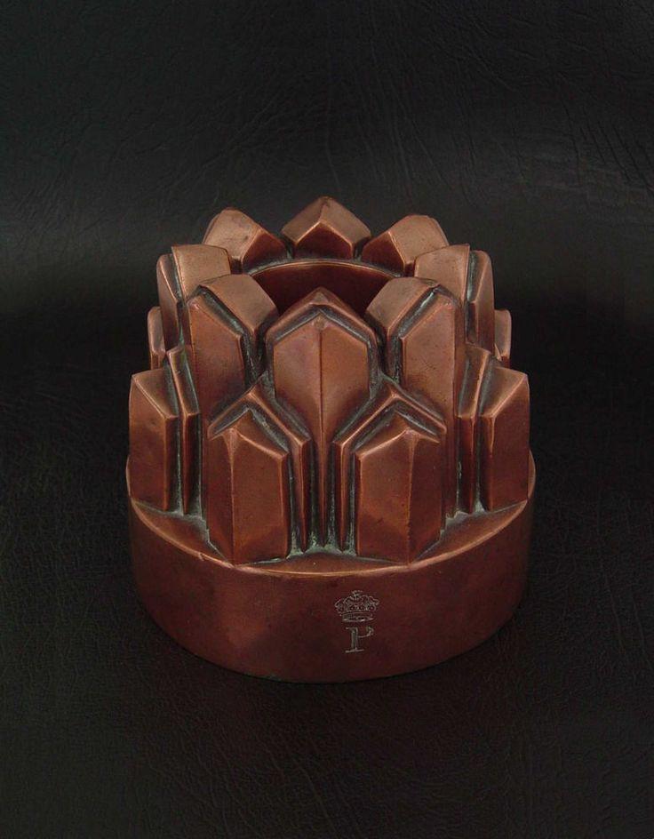 ANTIQUE CRESTED CROWN  P  VICTORIAN BUNDT FORM COPPER JELLY MOLD #354