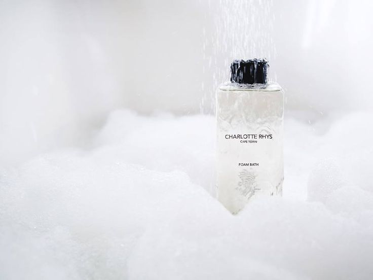 Relax and nourish your skin and senses with a soothing bath experience immersed in luxurious bubbles.