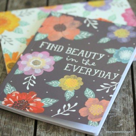"""Cahier motif fleuri sur fond noir """"Find beauty in everyday"""""""