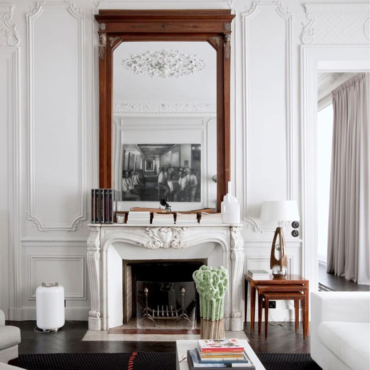 549 отметок «Нравится», 7 комментариев — Belle Magazine (@bellemagazineau) в Instagram: «Grand architectural detailing and lofty proportions in this elegant Parisian home created a blank…»