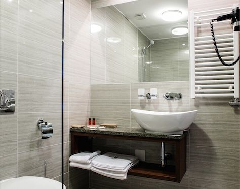 Grand Hotel Glorius Makó - hotel room, bathroom http://glorius.hu
