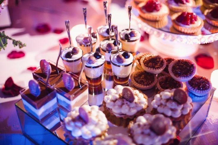 Endulza tu boda y deja a tus invitados con un excelente sabor de boca con la irresistible barra de dulces. En bodas.com.mx te damos ideas para darle ese toque de azúcar a tu día B. ¡Chécalos!