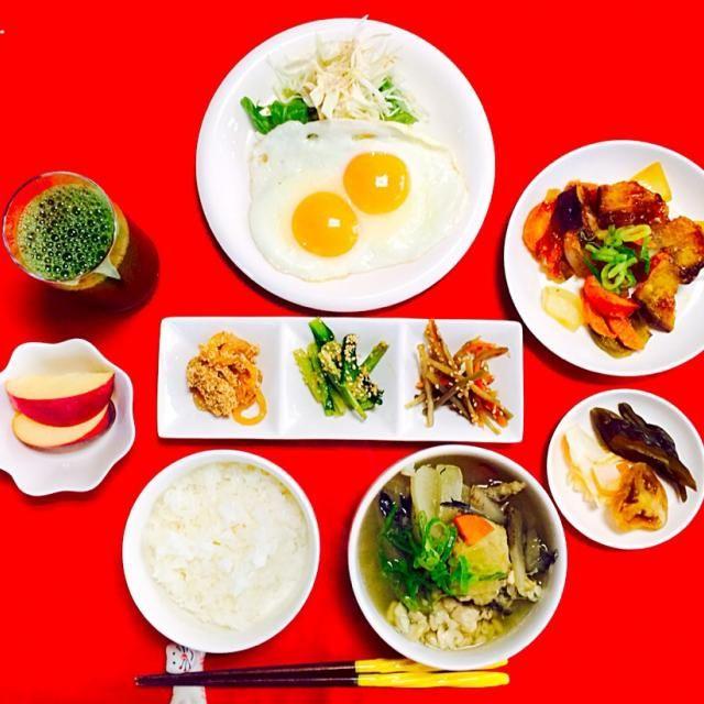 おはようございます^_^美味しかったGOOD^_−☆ では皆さん今日も素敵な一日を過ごしましょうね^_−☆行ってらっしゃーい^_^ - 75件のもぐもぐ - 朝ごはんは勝負飯^o^はみちゃん定食❗️目玉焼き、サツマイモの甘酢あん、つきこんにゃくの鱈子煮、小松菜胡麻和え、きんぴらゴボウ、タチのあら汁^_−☆ by joyful1193