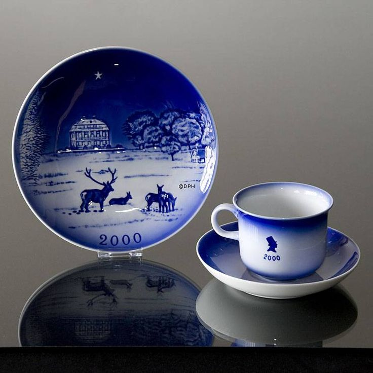 The Royal Hunting Castle Eremitagen 2000 Desiree Hans Christian Andersen Christmas plate, cake plate   Year 2000   No. dx2000   DPH Trading