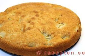 Enkelt recept på Rabarberkaka med vispad grädde