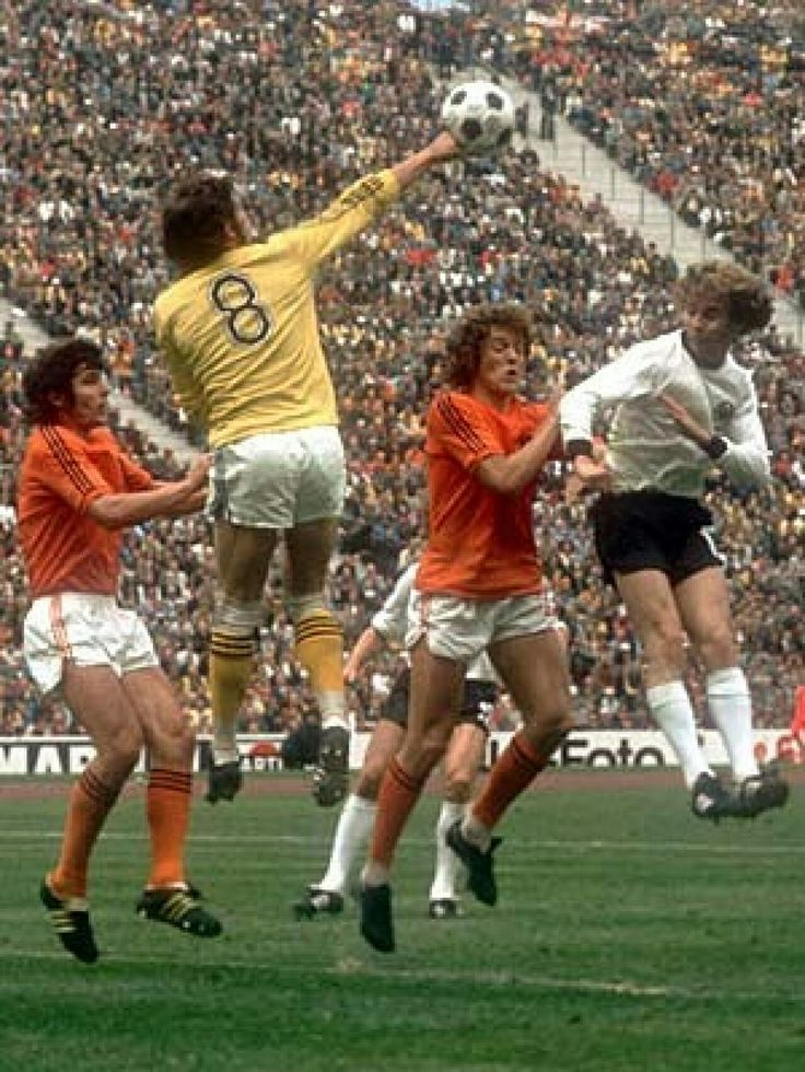 West Germany 2 Holland 1 in 1974 in Munich. Jan Jongbloed punches clear for Holland #WorldCupFinal