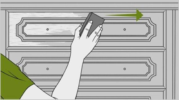 Lixar m´´oveis de madeira é essencial antes de aplicar uma nova pintura para garantir a aderência sobre o material