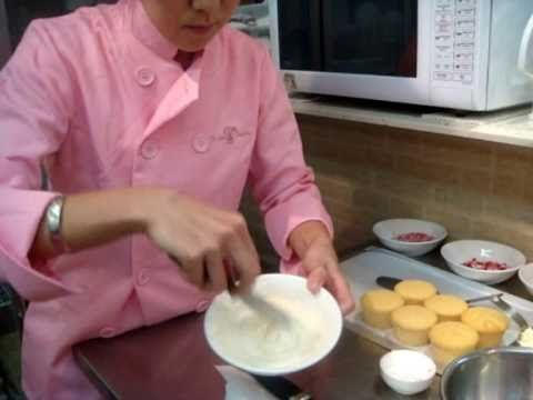 VIDEO on how to make the PERFECT cake pops.  No wonder mine always failed in the past.  I will try the next time using her method and they should turn out perfect!